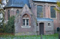 Alte kleine Kirche gelegen auf Putkapelstraat-Straße in Gent, Belgien am 5. November 2017 Lizenzfreies Stockfoto
