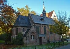 Alte kleine Kirche gelegen auf Putkapelstraat-Straße in Gent, Belgien am 5. November 2017 Lizenzfreie Stockfotos