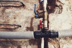 Alte Klempnerarbeit und Wasserleitungen Lizenzfreies Stockfoto