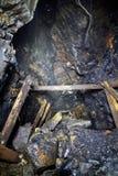 Alte Kohlenentwicklung in einem verlassenen Bergwerk Stockbilder