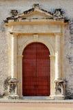 Alte Kolonialära-Tür in Kolumbien lizenzfreie stockfotografie