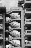 Alte konkrete Wohnungen auf einem Zustand mit Verbindungstreppe Stockfoto
