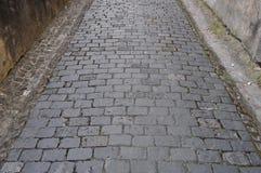 Alte Kopfsteinstraße in der Stadt Stockfoto