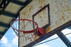 Alte Korbball-Bandnahaufnahme - Weinlesebasketballring Stockbild