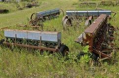Alte Kornsamenbohrgeräte, die ein Quadrat bilden Stockfoto