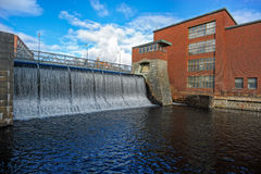 Alte Kraftwerk-Wasserverdammung Lizenzfreie Stockfotos