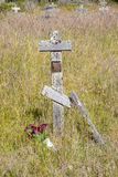 Alte Kreuze am orthodoxen Kirchhof des Forts Ross Lizenzfreie Stockfotos