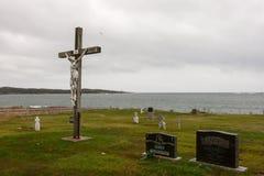 Alte Kreuzigung am Kirchhof in dem Ozean Lizenzfreies Stockfoto