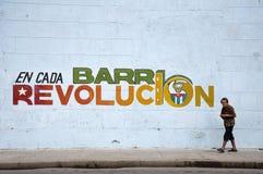 Alte kubanische Frau auf Straße lizenzfreies stockbild