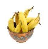 Alte kupferne Schüssel-reife Bananen Lizenzfreie Stockbilder