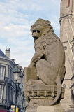 Alte Löweskulptur in Brügge-Straße Lizenzfreie Stockfotografie