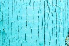 Alte Lackoberfläche des Brettes urquoise Farbe, mit großen Sprüngen Lizenzfreies Stockbild