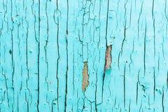 Alte Lackoberfläche des Brettes urquoise Farbe, mit großen Sprüngen Lizenzfreie Stockfotos