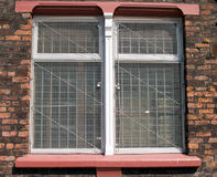 Alte Lagerfenster-Stahlmasche stockbild