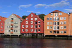 Alte Lagerhäuser in Trondheim Lizenzfreie Stockfotos