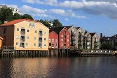 Alte Lagerhäuser in Trondheim, Norwegen Lizenzfreie Stockbilder