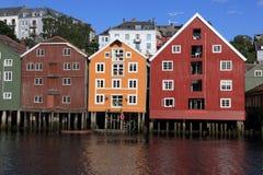 Alte Lagerhäuser in Trondheim, Norwegen Stockbilder