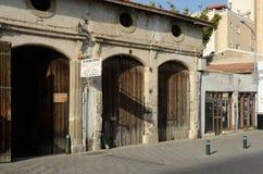 Alte Lagerhäuser an Larnaka-Stadt, Zypern Stockbilder