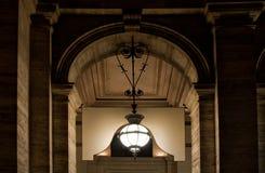 Alte Lampe beleuchtet in Rom, Italien Lizenzfreies Stockfoto