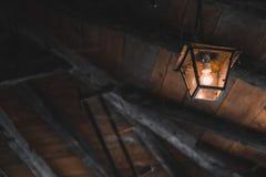 Alte Lampe, die von der Decke hängt Lizenzfreies Stockbild