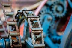 Alte landwirtschaftliche Maschinen auf einem Bauernhof Wurzelmechanismen und dreht herein agri Stockfoto