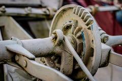 Alte landwirtschaftliche Maschinen auf einem Bauernhof Wurzelmechanismen und dreht herein agri Stockbild