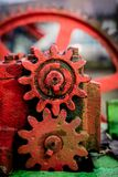 Alte landwirtschaftliche Maschinen auf einem Bauernhof Wurzelmechanismen und dreht herein agri Lizenzfreie Stockbilder
