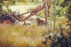 Alte landwirtschaftliche Maschinerie bedeckt mit Rost Lizenzfreies Stockbild