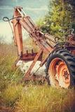 Alte landwirtschaftliche Maschinerie bedeckt mit Rost Lizenzfreie Stockbilder