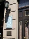 Alte Laterne und Gedenkplakat ausgebeint in der Ehrerbietung zu Catulo Castillo, das ein weithin bekannter argentinischer Dichter Lizenzfreie Stockfotografie
