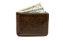 Alte lederne braune Geldbörse mit einem und fünfzig hundert Dollar Banknoten lokalisiert auf weißem Hintergrund Stockfotografie