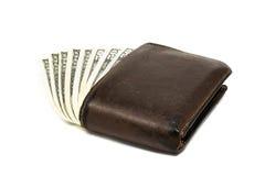Alte lederne braune Geldbörse mit einem und fünfzig hundert Dollar Banknoten lokalisiert auf weißem Hintergrund Lizenzfreie Stockfotografie