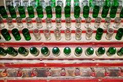 Alte leere Bierflaschen Stockbild