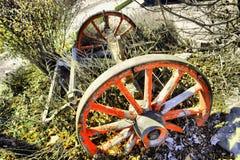 Alte LKWs und landwirtschaftliche Maschinen Lizenzfreie Stockfotografie