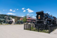 Alte Lokomotive nahe im Stadtzentrum gelegenem Jaspis, Alberta, Kanada lizenzfreie stockfotos