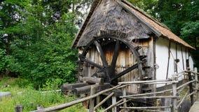 Alte Mühle auf der Landschaft Lizenzfreie Stockfotografie