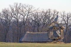 Alte Mühle des Eichenwaldes stockfoto