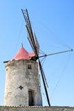 Alte Mühle für die Sammlung des Salzes stockbild