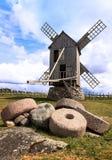 Alte Mühlen und Mühlsteine Stockbilder