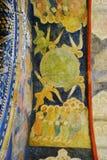 Alte Malerei auf Arkhangels Kirchenfassade. Lizenzfreies Stockfoto