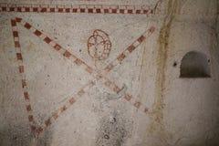 Alte Malereien in einer Höhlen-Kirche, Cappadocia, die Türkei Stockfoto