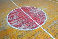 Alte Markierungen in der Turnhalle Lizenzfreies Stockfoto