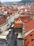 Alte Marktplatzansicht Prags lizenzfreies stockbild
