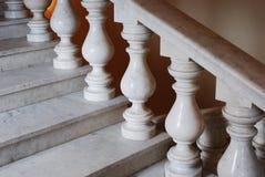 Alte marmoreal Treppen mit Balusters Lizenzfreies Stockfoto