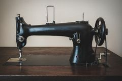 Alte Maschine für Näharbeit stockfotografie