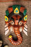 Alte Masken von Göttern am Antiquitätenladen in Kochi, Indien Lizenzfreies Stockfoto