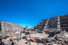 Alte Maya Moon Pyramid und Ruinen der alten Stadt von Teotihuacan Mexiko Lizenzfreie Stockfotos
