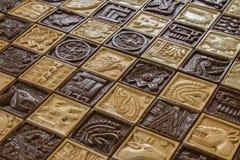 Alte Mayatiercarvings auf Schachbrett für Schach kämpfen Konzept und Pferde und Fische und Sonnengott und gebürtiger Indianer L Stockfotografie