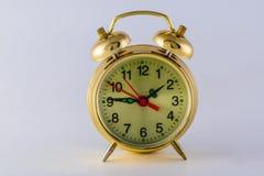 Alte mechanische Alarmuhr stockbild