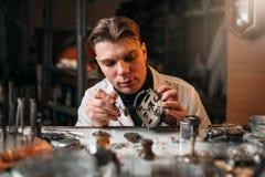 Alte mechanische Uhren der Uhrmacherreparatur Stockfotografie
